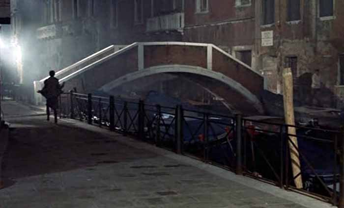 "<img src=""dontlooknow.jpg"" alt=""Horror Locations Venice"">"